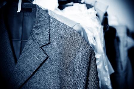 חליפה תלויה